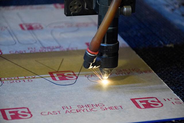 Cắt laser mica