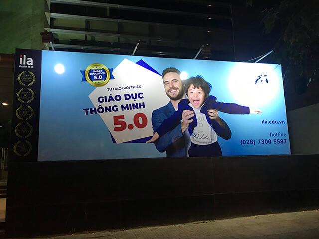 pano quảng cáo đèn pha led