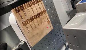 Khắc chữ lên gỗ